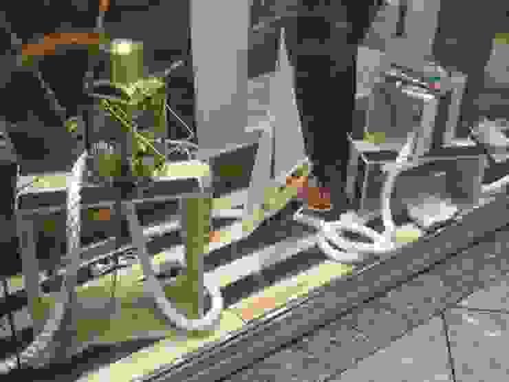 株式会社シオン Industrial style dressing room Solid Wood Wood effect