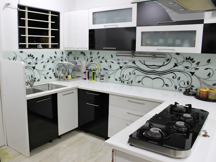 Duplex at Indore Asian style kitchen by Shadab Anwari & Associates. Asian