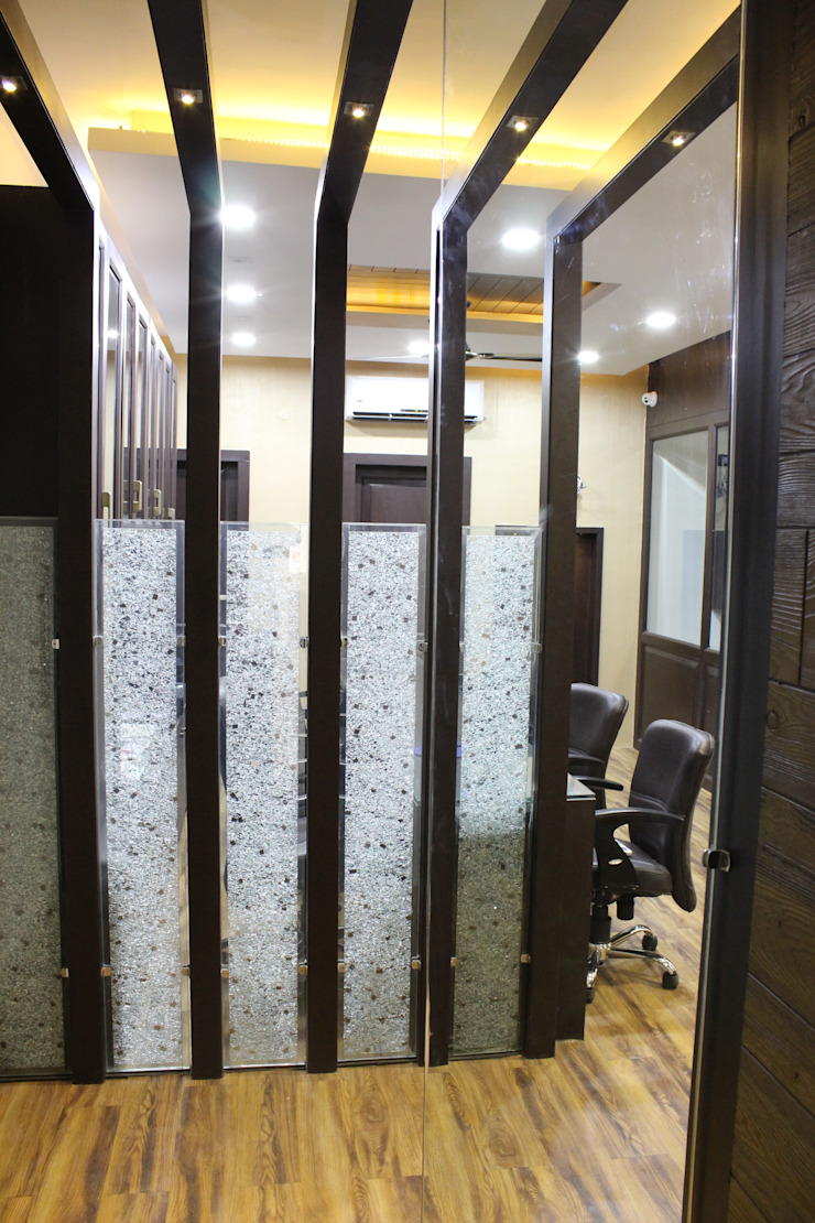 Advocate Office Indore Classic offices & stores by Shadab Anwari & Associates. Classic