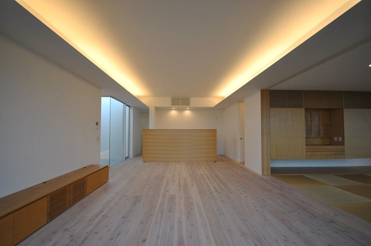 Na-house モダンデザインの リビング の 門一級建築士事務所 モダン 木材・プラスチック複合ボード