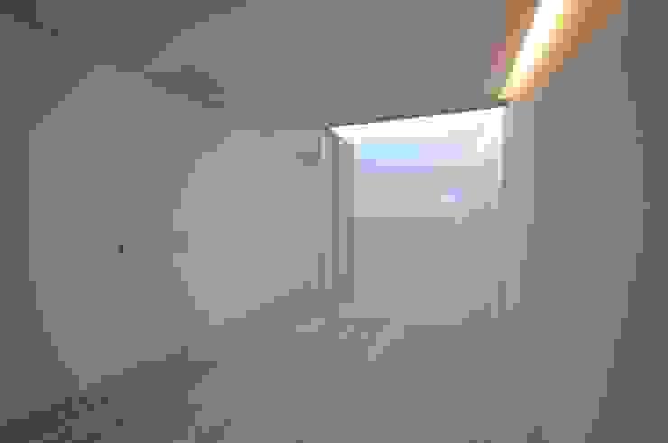 Camera da letto moderna di 門一級建築士事務所 Moderno PVC