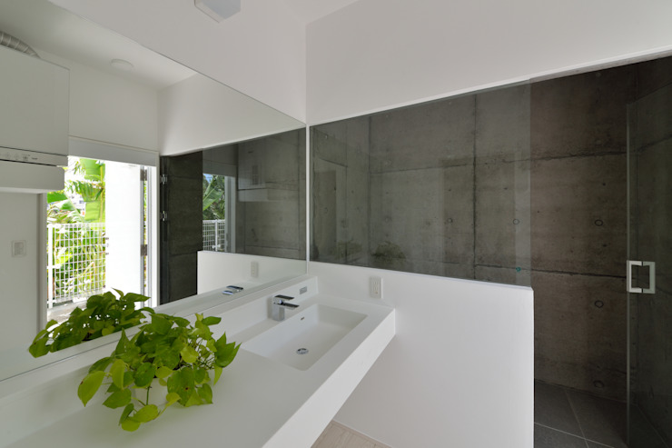 Modern Bathroom by 門一級建築士事務所 Modern Concrete