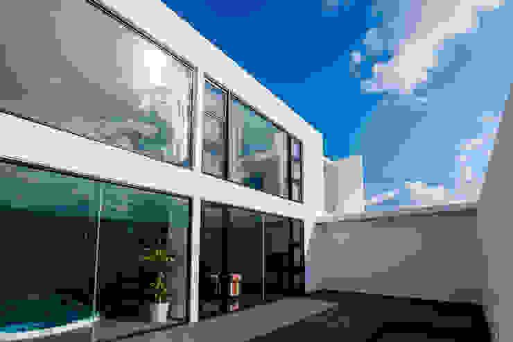 KKZ-house モダンな 窓&ドア の 門一級建築士事務所 モダン タイル