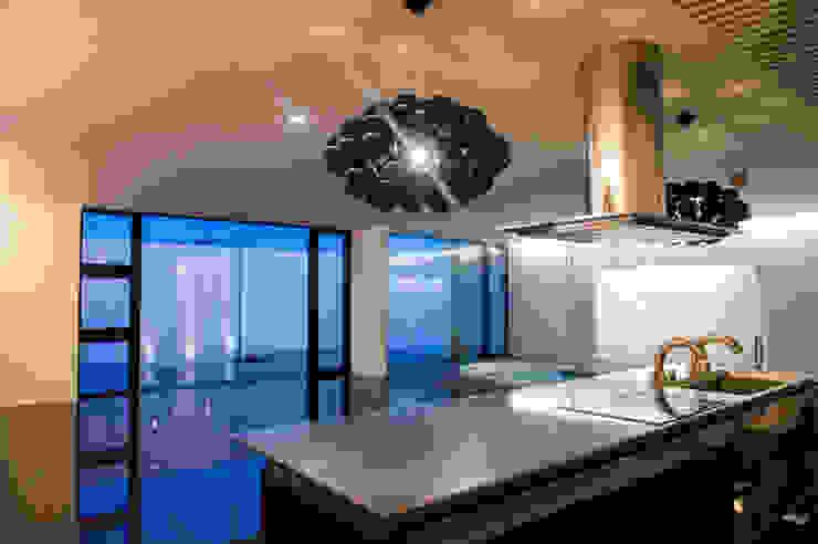 Ka-house: 門一級建築士事務所が手掛けたキッチンです。,モダン 鉄/鋼