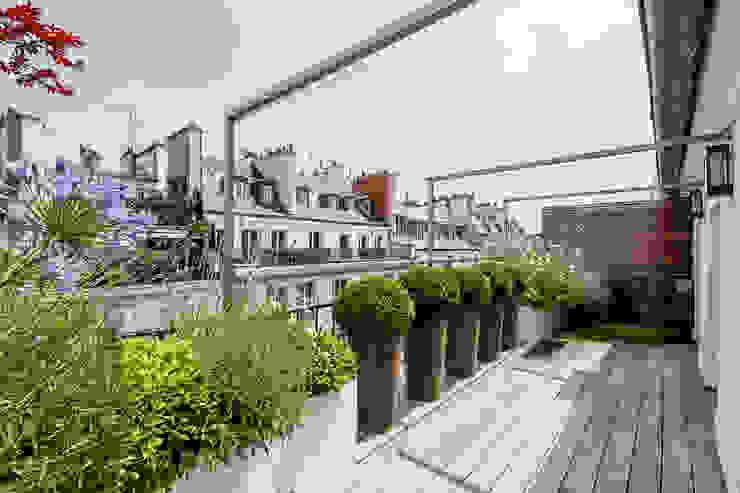 Terrasses des Oliviers - Paysagiste Parisが手掛けたテラス・ベランダ, モダン 木 木目調
