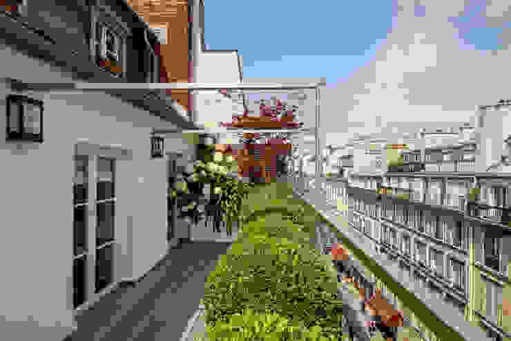 Terrasse Paris Rambuteau Terrasses des Oliviers : Terrasse de style  par Terrasses des Oliviers - Paysagiste Paris, Moderne