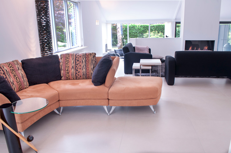 huiskamer met niveauverschillen Minimalistische woonkamers van IJzersterk interieurontwerp Minimalistisch