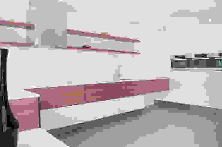 keuken met strakke lijnvoering Minimalistische keukens van IJzersterk interieurontwerp Minimalistisch