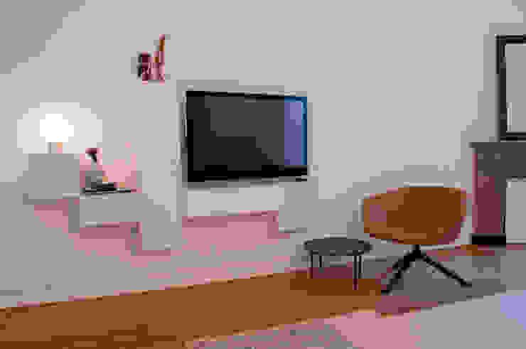 tv hoek in woonkamer Moderne woonkamers van IJzersterk interieurontwerp Modern