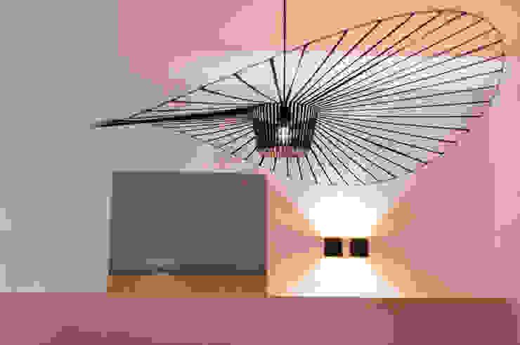 plafondlamp met kunst Moderne woonkamers van IJzersterk interieurontwerp Modern