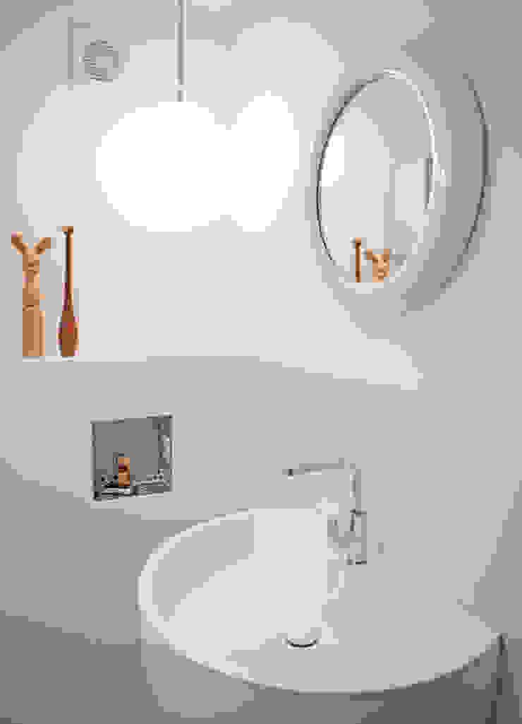De badkamer Moderne badkamers van IJzersterk interieurontwerp Modern