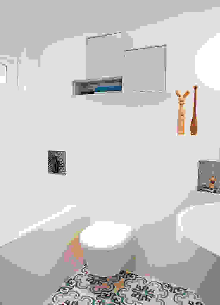 badkamer met zacht blauw Moderne badkamers van IJzersterk interieurontwerp Modern