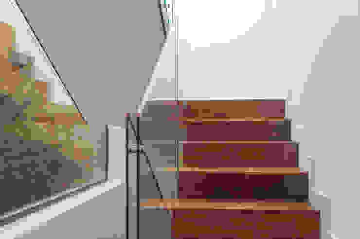 L'orangerie Corredores, halls e escadas modernos por Zenaida Lima Fotografia Moderno