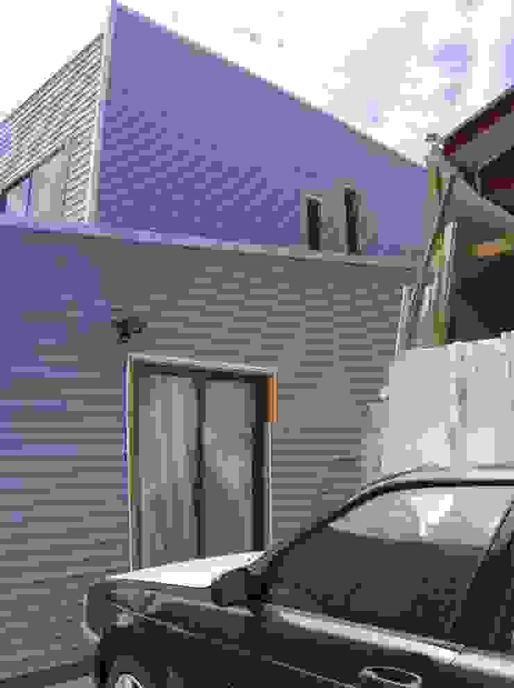 MARCELA CARRERAS – AUTO CONSTRUCCIÓN ASISITDA M25 Casas estilo moderno: ideas, arquitectura e imágenes