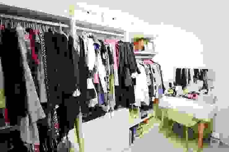 역삼동 투룸 싱글녀 홈스타일링 (Yeoksam homestyling): homelatte의  드레스 룸,