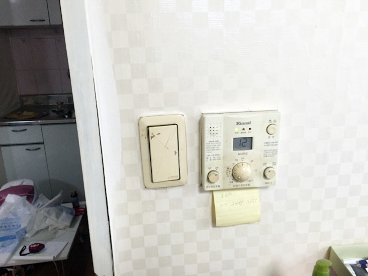 역삼동 투룸 싱글녀 홈스타일링 (Yeoksam homestyling) 모던스타일 벽지 & 바닥 by homelatte 모던