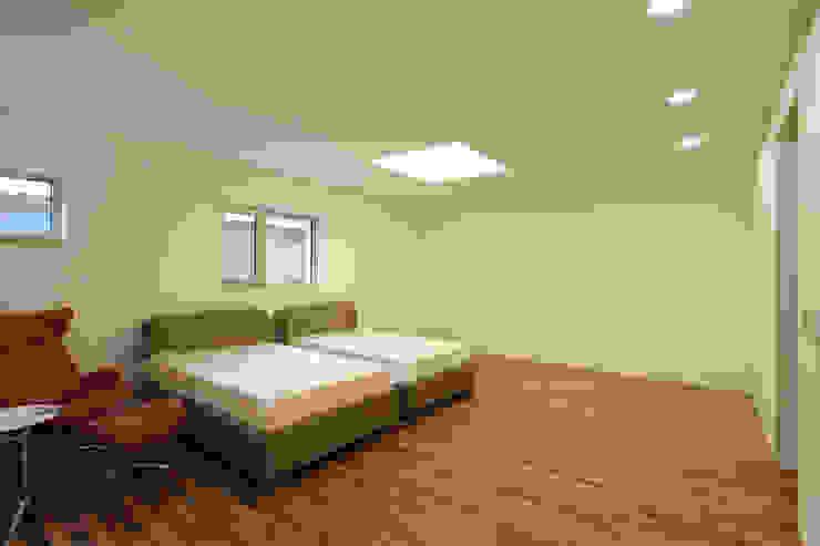 평창동 주택 (Pyeongchangdong House) 모던스타일 침실 by 위빌 모던