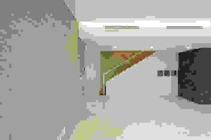 평창동 주택 (Pyeongchangdong House) 모던스타일 거실 by 위빌 모던