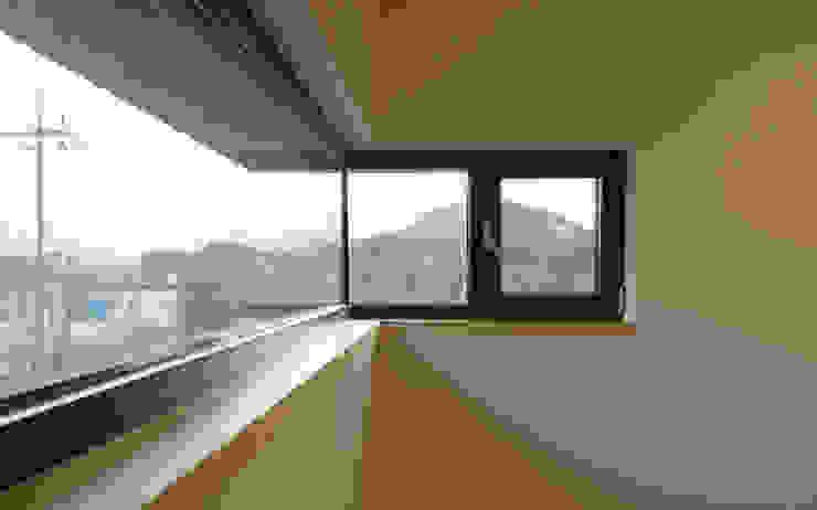 송촌리 주택 (Songchonri House) 모던스타일 창문 & 문 by 위빌 모던