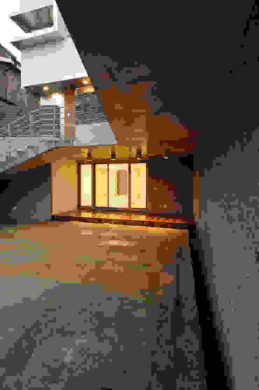 평창동 주택 (Pyeongchangdong House) 모던스타일 주택 by 위빌 모던