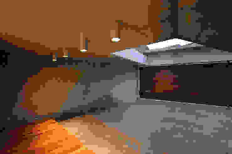 평창동 주택 (Pyeongchangdong House) 모던스타일 발코니, 베란다 & 테라스 by 위빌 모던
