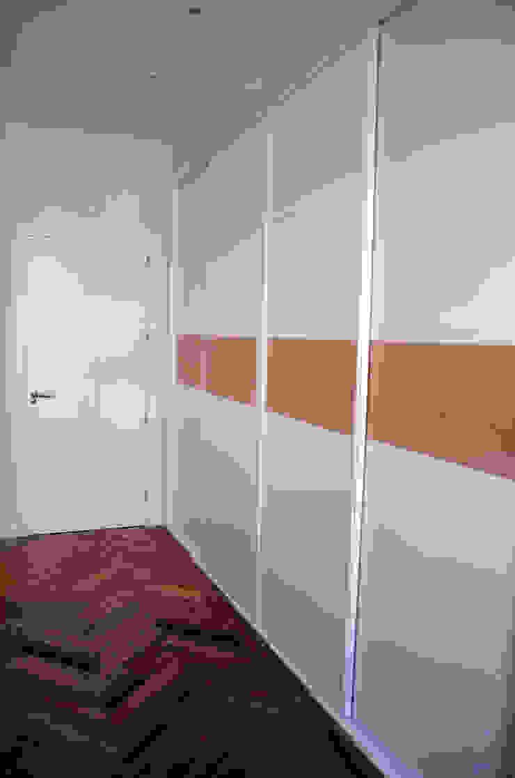 Minimalist bedroom by Traber Obras Minimalist