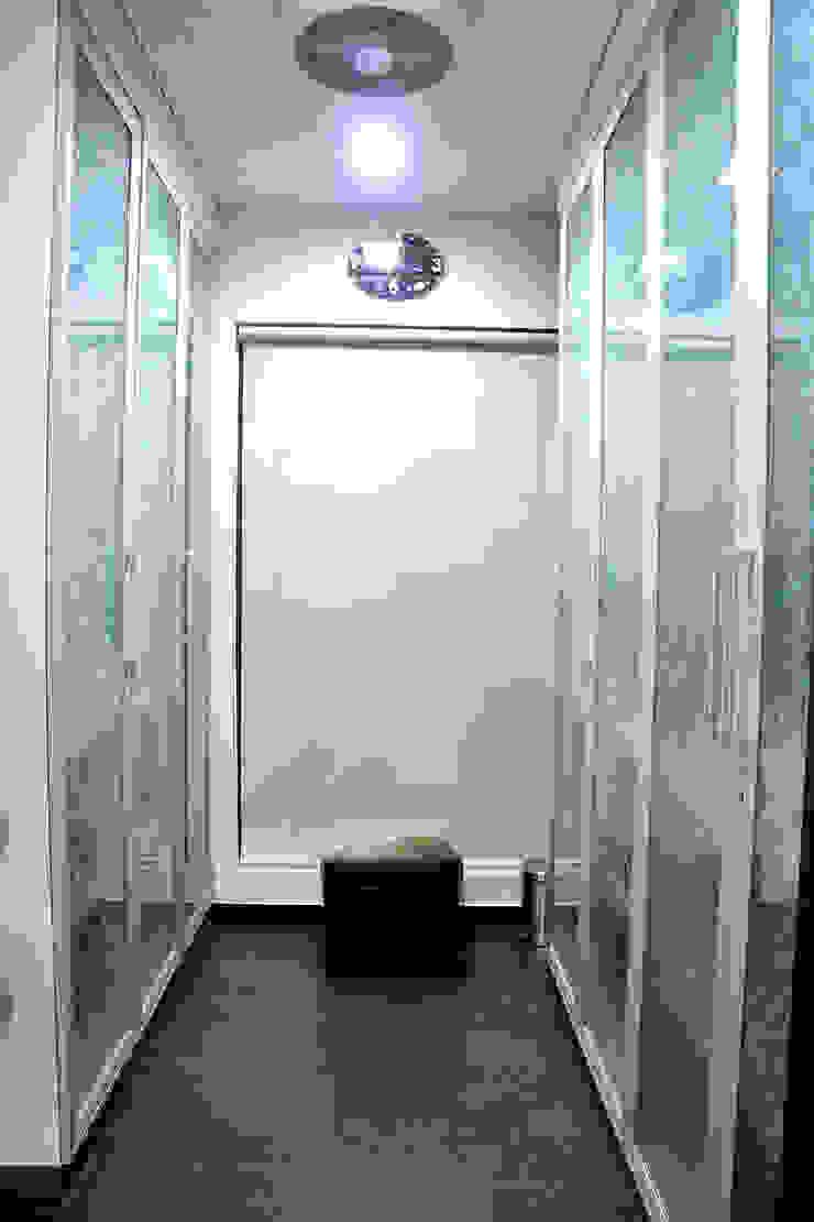 Dhiren Tharnani IMAGE N SHAPE Modern windows & doors