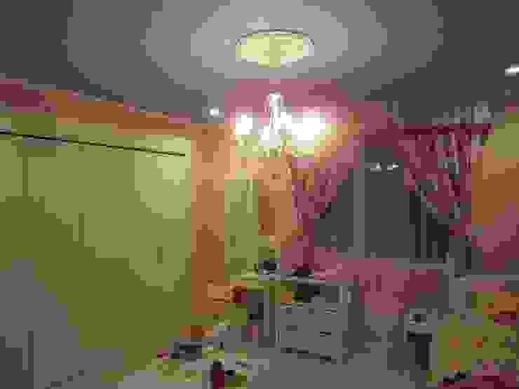憧れのファッションモデルの世界に浸りたい クラシックデザインの 子供部屋 の HONEY HOUSE クラシック 木 木目調