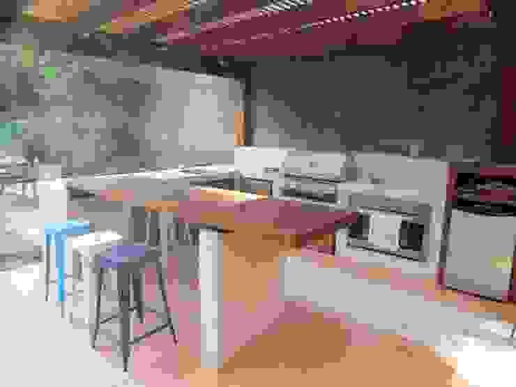 Quichos Modern style kitchen by OBRAA QUINCHOS Y TERRAZAS Modern