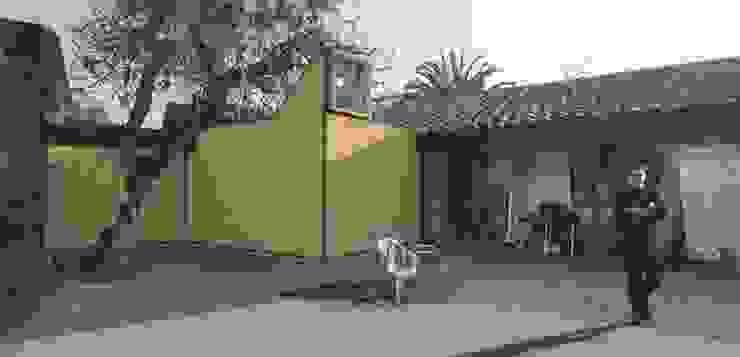 Sala de Control – Estudio CEDA 根據 SZAA (Sarmiento Zamora Associated Architects) 現代風