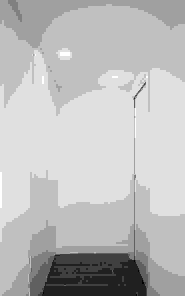 Casa AC formatoa3 Studio Ingresso, Corridoio & Scale in stile moderno