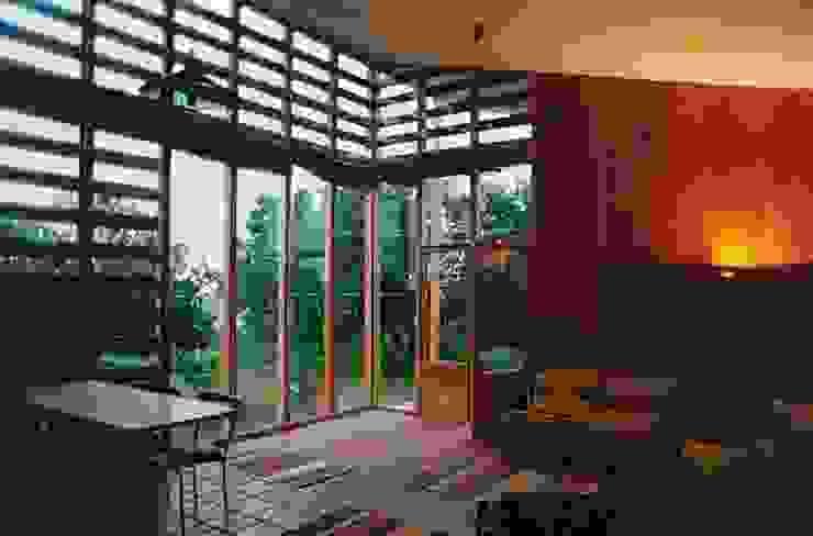 Casa Montealegre モダンデザインの テラス の pacific architecture chile モダン