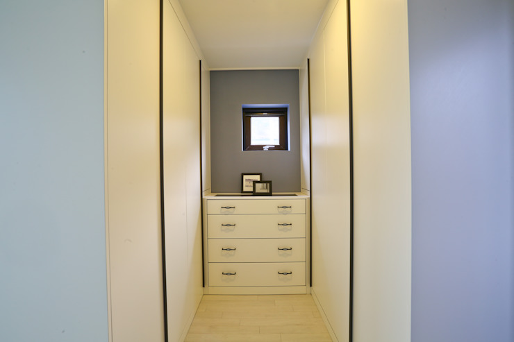 Modern dressing room by 한글주택(주) Modern