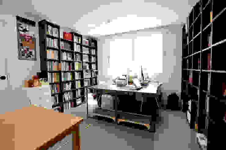 한글주택(주) Oficinas y bibliotecas de estilo moderno