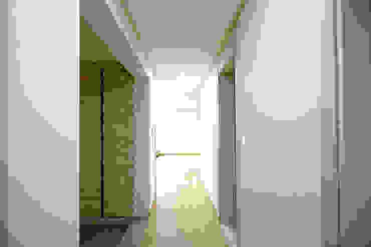 부르기만 해도 복받치는 이름 부모님 모던스타일 복도, 현관 & 계단 by 한글주택(주) 모던