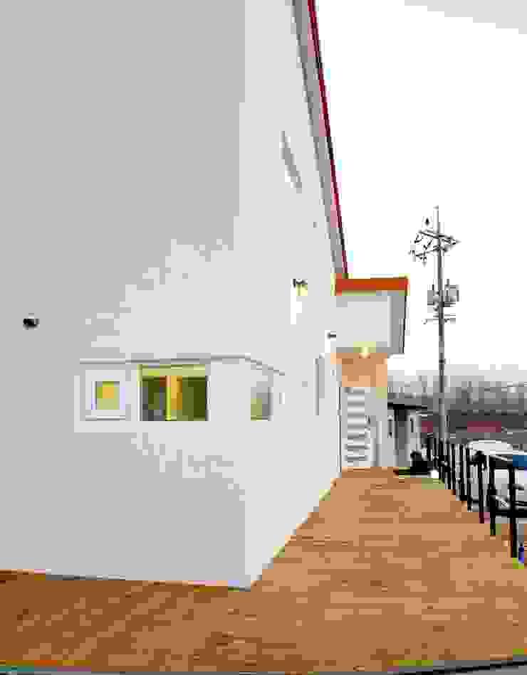 경북 군위 전원주택 협소주택 땅콩 주택 클래식스타일 주택 by inark [인아크 건축 설계 디자인] 클래식 콘크리트