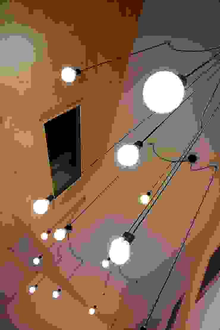 경북 군위 전원주택 협소주택 땅콩 주택 클래식스타일 거실 by inark [인아크 건축 설계 디자인] 클래식 우드 우드 그레인