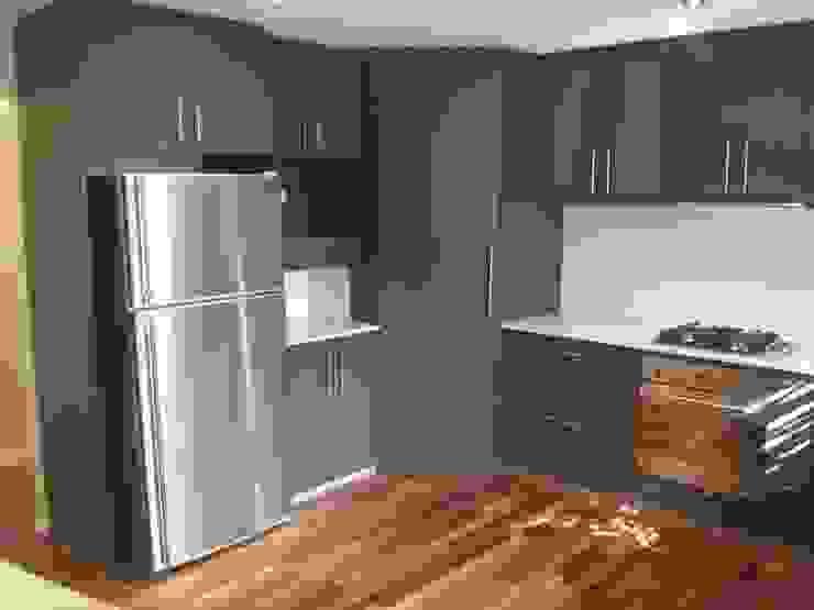 Before Kitchen 現代廚房設計點子、靈感&圖片 根據 Moda Interiors 現代風