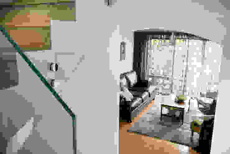 Renovated Staircase 現代風玄關、走廊與階梯 根據 Moda Interiors 現代風