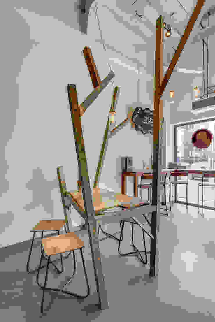 Grizzl store bomen tafel en augurken lampen Industriële eetkamers van Studio Made By Industrieel Hout Hout