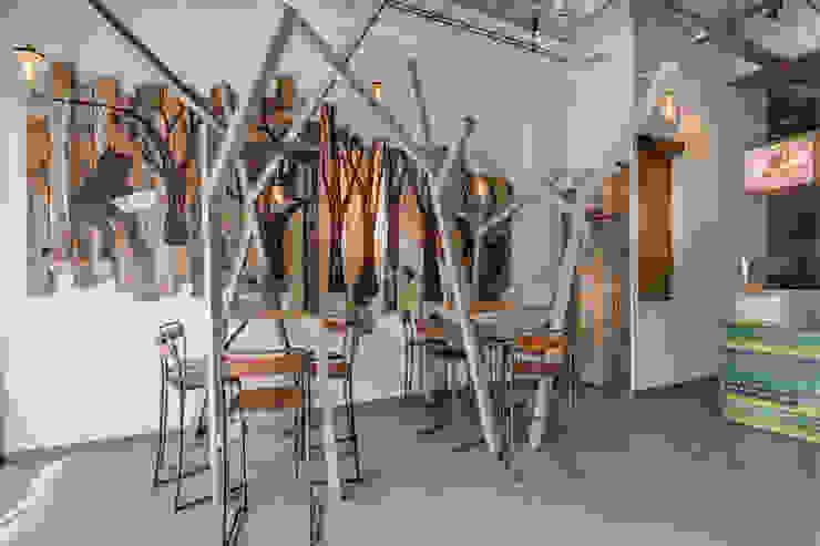 Grizzl store interieur Industriële eetkamers van Studio Made By Industrieel Hout Hout