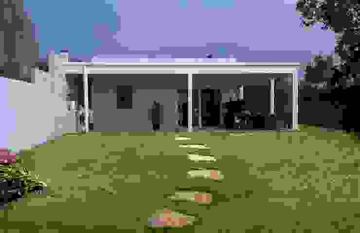 Casas modernas de Technowood srl Moderno