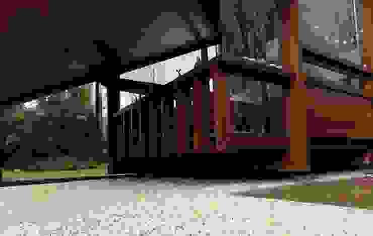 Casa de madera en VILLA ELISA - La Plata Salones rústicos rústicos de juan olea arquitecto Rústico