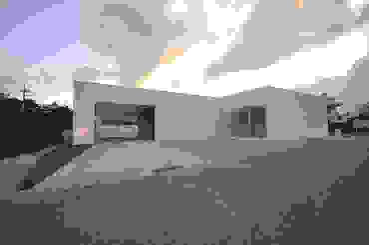 Case moderne di 門一級建築士事務所 Moderno Cemento