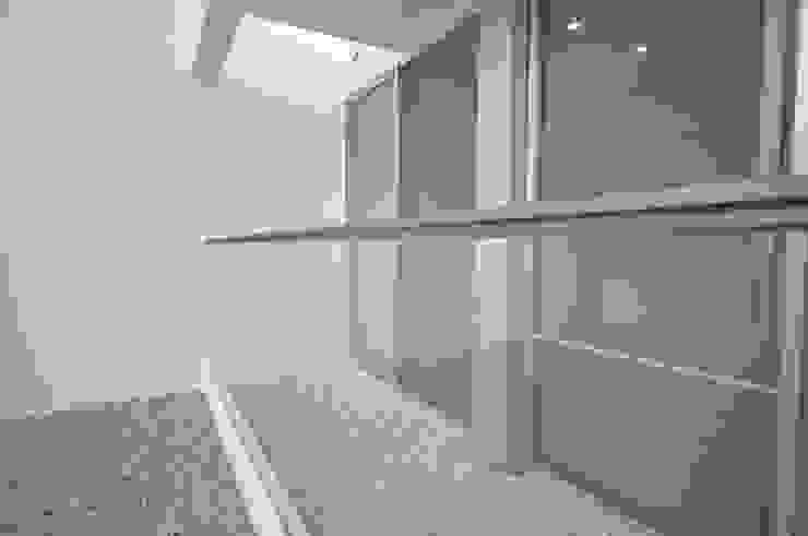 O-HOUSE モダンな庭 の 門一級建築士事務所 モダン ガラス