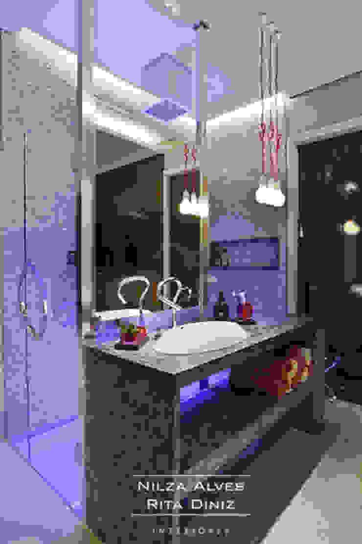 Banheiro Banheiros modernos por Nilza Alves e Rita Diniz Moderno