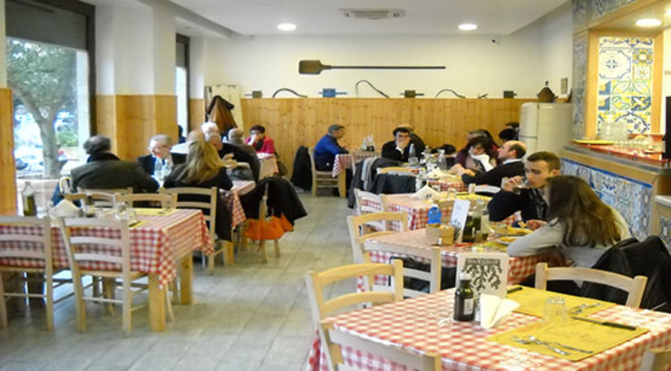"""<q class=""""-first"""">Osteria Lo Bianco</q> Palermo CEAR Ceramiche Azzaro & Romano Srl Cucina in stile mediterraneo Ceramica"""