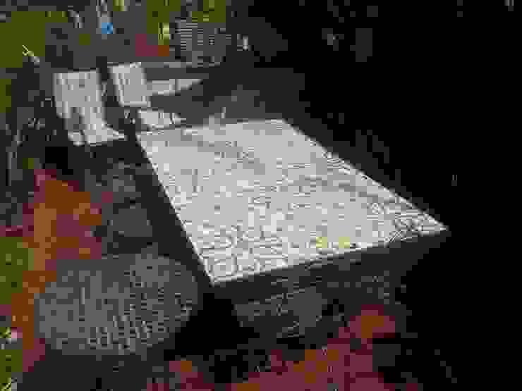 Tavolo Piastrellato CEAR Ceramiche Azzaro & Romano Srl Balcone, Veranda & Terrazza in stile mediterraneo Ceramica Variopinto