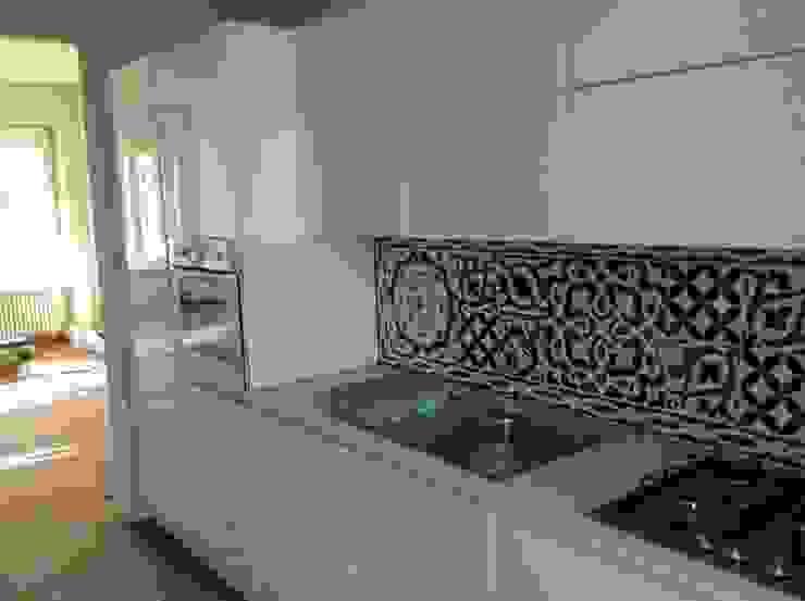 Case Private CEAR Ceramiche Azzaro & Romano Srl Cucina in stile mediterraneo Ceramica Verde