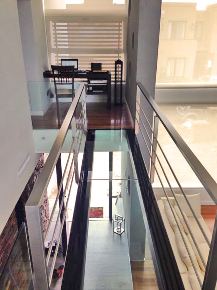 CASA H2 – Estudio Fernandez+Mego Pasillos, vestíbulos y escaleras minimalistas de Estudio Fernández+Mego Minimalista